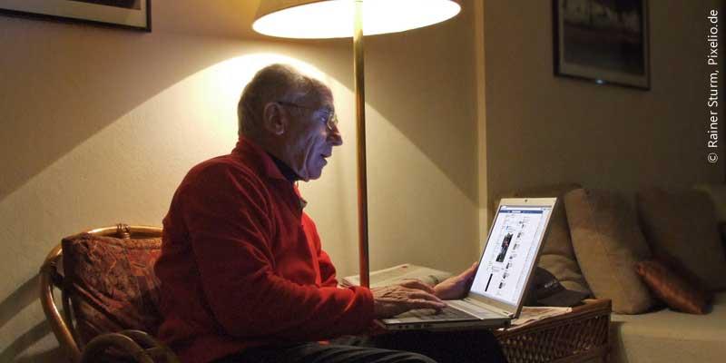 Facebook vergreist – Twitter wird jünger (Rainer Sturm, Pixelio.de)